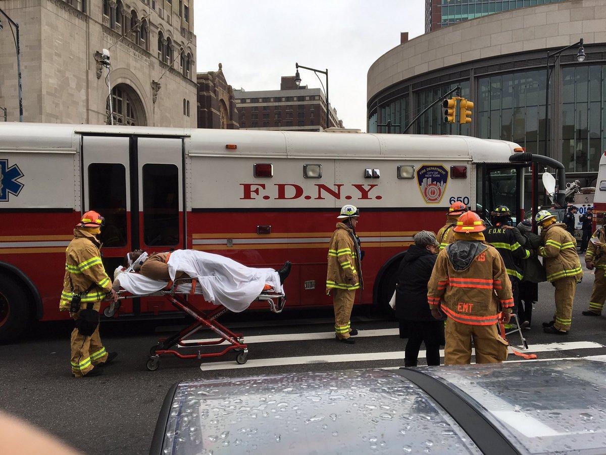 New York train derailment injures more than 100 commuters